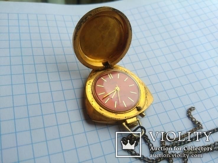 Часы Заря кулон с гравировкой