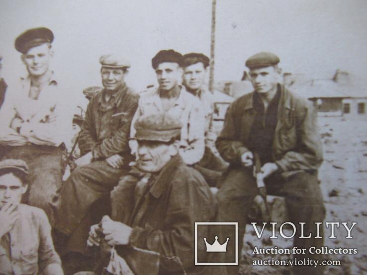 Группа рабочих на стройке, фото №4