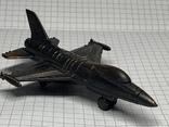 Винтажная металическая чинила для карандашей в форме самолёта клеймо Hong Kong, фото №2