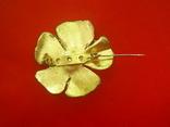 Брошь золотистая в виде цветка с жемчужиной, фото №5