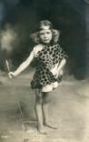 Англия. Девочка в костюме дикарки. Фотооткрытка 1900-х гг., фото №2