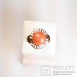 Золотое кольцо с натуральным кораллом и бриллиантами, фото №2