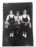 Фотография семейная (12*8.5) 1945 год, фото №2
