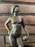 Скульптура авторськая, Девушка с мячом, фото №3