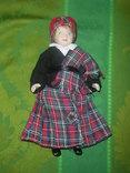Кукла фарфоровая в национальном костюме Шотландка 21 см, фото №2