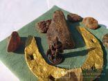 Сувенир-2 10Х10 см оригинальные старинная подкова янтарь необработанный солдатик воин, фото №2