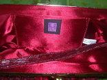 Сумочка с красивым фермуаром и богатым декором из стекла и стекляруса рубинового цвета, фото №9