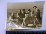 Человек похожий на Тома Хенкса в конце 40-х на море с мужиками, фото №3