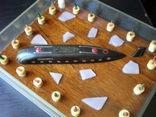 Модель подводной лодки всплывающей среди льдин., фото №3