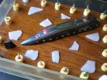 Модель подводной лодки всплывающей среди льдин., фото №4