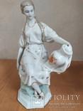 Очень красивая фарфоровая статуэтка Девушка с кувшином, фото №2