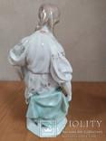 Очень красивая фарфоровая статуэтка Девушка с кувшином, фото №4