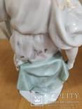Очень красивая фарфоровая статуэтка Девушка с кувшином, фото №5