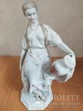 Очень красивая фарфоровая статуэтка Девушка с кувшином, фото №6