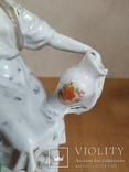 Очень красивая фарфоровая статуэтка Девушка с кувшином, фото №7