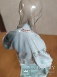Очень красивая фарфоровая статуэтка Девушка с кувшином, фото №9