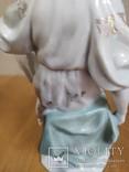 Очень красивая фарфоровая статуэтка Девушка с кувшином, фото №10