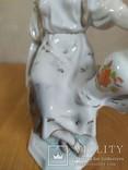 Очень красивая фарфоровая статуэтка Девушка с кувшином, фото №11