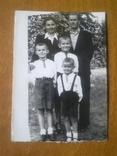 Львов, українська родина, батьки з синами у вишиванках, фото №2