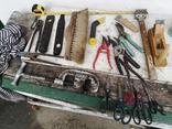 Уборка гаража инструменты рубанок ножницы, фото №2