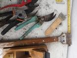 Уборка гаража инструменты рубанок ножницы, фото №6