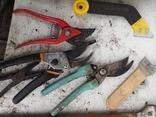 Уборка гаража инструменты рубанок ножницы, фото №7