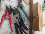 Уборка гаража инструменты рубанок ножницы, фото №12