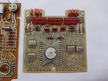 Платы с микросхемами и другими радиодеталями, фото №3