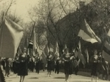Парад, шествие комсомола с флагами республик СССР, фото №3