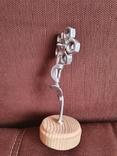 Цветок из гаек на деревянной подставке, фото №5