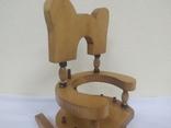 Деревянный стульчик-подставка для бутылки. Высота 27см, фото №3