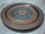 Резная настенная тарелка с латунными вставками, фото №13