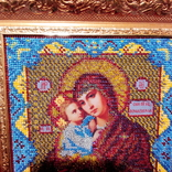 """Ікона """" Почаївська Матір Божа з младенцем Ісусом"""". Мозаїчна інкрустація бісером, позолота., фото №3"""