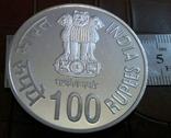 100   рупій  2007  року ІНДІЯ. Не магнітна, точна  копія,  посрібнення 999, фото №3