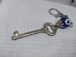 Брелок Ключик с бусиной-глазиком. Новый, фото №5