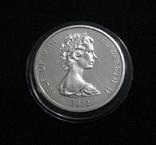 Остров Мэн, 25 пенсов, 1972 - 25 летие Королевской свадьбы - серебро, фото №3