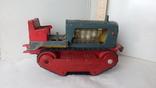 3443 детская игрушка из СССР на батарейке с лампочкой гусеничный трактор, фото №4
