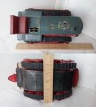 3443 детская игрушка из СССР на батарейке с лампочкой гусеничный трактор, фото №6