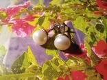 Срібні сережки з натуральними перлинами на закрутках, фото №3