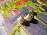 Срібні сережки з натуральними перлинами на закрутках, фото №4