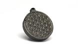 """Двохсторонній круглий кулон з геометричним орнаментом """"Квітка життя"""" із метеорита Aletai, фото №5"""