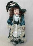 Винтажная фарфоровая кукла на подставке 41 см, фото №2