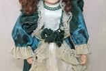 Винтажная фарфоровая кукла на подставке 41 см, фото №4