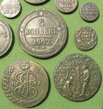 Медные монеты Российской империи в зелёной патине. Копии, в раме без стекла, 31х21 см, фото №3