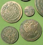 Медные монеты Российской империи в зелёной патине. Копии, в раме без стекла, 31х21 см, фото №7