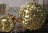 Золотые монеты античности, древний Византий. Копии, со стеклом, 24х19 см., фото №3