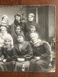 Одесса Девушки в модных нарядах Шляпки Береты Лисьи воротники Мех, фото №3