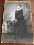 Старое фото Девушка в платье с цепочкой Столико Книги, фото №3
