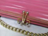 Винтажная розовая сумочка с длинной ручкой цепочкой. Можно носить как клатч. 24х17х4,5см, фото №5