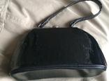 Маленька чорна лакова театральна сумочка, фото №3